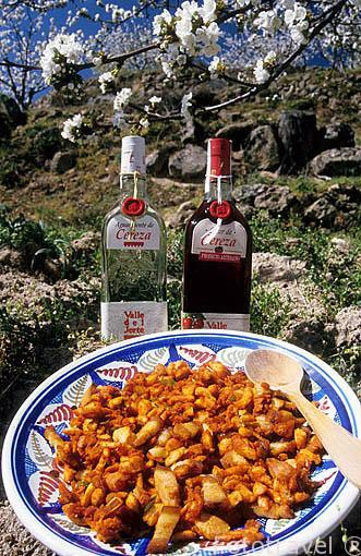 Migas extremeñas y licores de cereza. Valle del Jerte. Cáceres