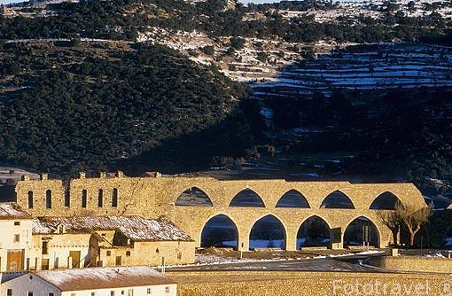 Acueducto del s.XIV a las afueras del pueblo de MORELLA. Castell