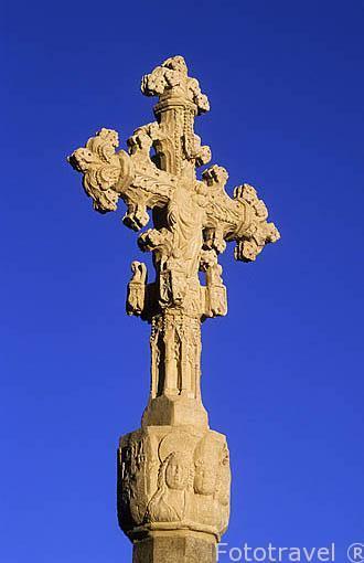 Cruz en la entrada por la puerta de San Mateo. Pueblo de MORELLA