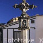 Cruz en la Plaza de Benedicto XV o Plaza de la Iglesia. Pueblo d