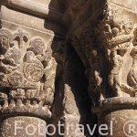 Detalle en el portico de entrada a la iglesia de San Pedro. s.XI