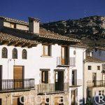 Casas en la plaza Mayor. Pueblo de Forcall. Castellon. Comunidad