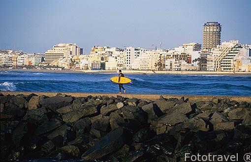 Surfero. Playa de las Canteras. Las Palmas. GRAN CANARIA. Españ