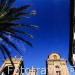 La catedral de Santa Ana y balcones de madera tipicos. Las Palma