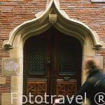 Fachada del hotel Delfau (1495). En la fachada se puede ver un l