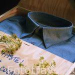 """Camisa teñida con azul pastel. Flor de pastel """"Isatis tinctoria"""
