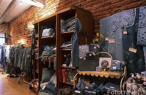 """Interior de la tienda """"L´Artisan pastelier"""". En la calle Puech"""
