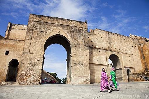Plaza de Boujloud protegida por murallas. FEZ Marruecos