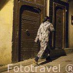 Calle estrecha en la medina del s.IX, casco historico patrimonio