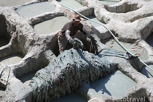 Curtiduria de pieles Chouwara. Cubas rellenas de excremento de p