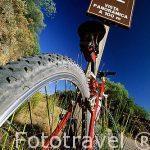 Fotoreportaje de deportes y naturaleza. Ciclistas en vias verdes de España.