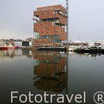 Edificio del museo MAS en el viejo puerto de la ciduad de AMBERES - ANTWERPEN. Belgica