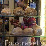 Gran variedad de pan hecho diariamente en la panaderia Goosens. Ciudad de AMBERES - ANTWERPEN. Belgica