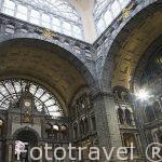 Interior de la estacion central de trenes. Ciudad de AMBERES - ANTWERPEN. Belgica