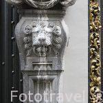 Detalle en la fachada de un edificio. Ciudad de AMBERES - ANTWERPEN. Belgica