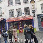 Virgen en la fachada de una casa en la calle Melkmarkt. Ciduad de AMBERES - ANTWERPEN. Belgica