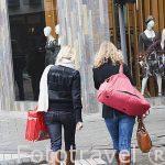 Jovenes paseando por el centro historico de la ciudad de AMBERES - ANTWERPEN. Belgica