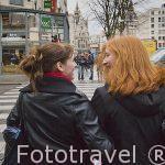 Chicas jovenes. Calle de Appelmansstraat. Ciudad de AMBERES - ANTWERPEN. Belgica
