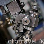 Maquina especial para pulir los diamantes sobre un torno. Taller de pulido de la empresa MSD. Ciudad de AMBERES - ANTWERPEN. Belgica