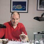 El propietario de la empresa MSD, Sr. Danwy Meylemans en su taller de pulido de diamantes en bruto. Ciudad de AMBERES - ANTWERPEN. Belgica