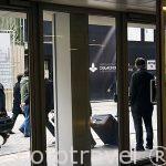 Comerciantes de diamantes judios, indios, rusos y otros en la calle de Hoveniersstraat. Ciudad de AMBERES - ANTWERPEN. Belgica