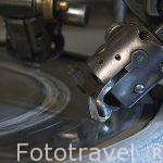 Proceso de pulido del diamante en bruto sobre un disco con metodo semiautomatico. Ciudad de AMBERES - ANTWERPEN. Belgica