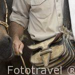 Detalle del carriel que llevan colgado a modo de bolso los arrieros. Quindio. Eje cafetero. COLOMBIA