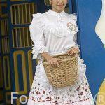 Chica con vestido de chapolera. Parque Nacional del Cafe. Quindio. Eje cafetero. COLOMBIA