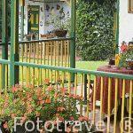 Balcon de madera de la hacienda del Palmar. Estilo colonial rustico. Eje Cafetero. Municipio de Montenegro. Zona Corredor de Canes. Colombia