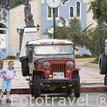Plaza del pueblo de SALENTO y jeep willys aparcados. Valle de Cocora