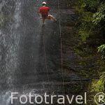 Rappel en la cascada de Juan Curi. Departamento de Santander. Colombia. Suramerica