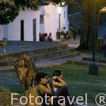 Chicas en la plaza del pueblo de GUANE. Departamento de Santander. Colombia. Suramerica