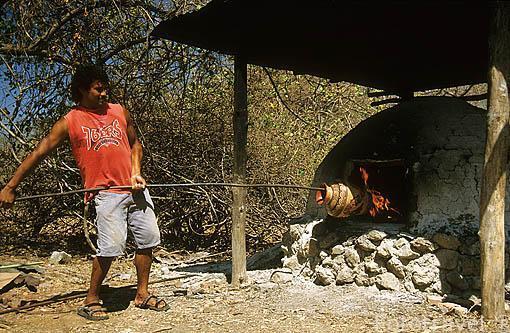 Trabajando con la ceramica en GUAYTIL. Guanacaste. Costa Rica. Centroamerica.