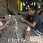 Jovenes jugando al domino. Comunidad indigena Yorquin de habla Bri-Bri. Costa Caribe. Costa Rica