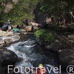 Descenso de rio Negro en neumaticos / tubing. Actividad proporcionada por la hacienda Guachipelin. Guanacaste. Costa Rica. Centro America