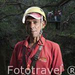 Un guia de canopy tour. Actividad realizada en los árboles y barrancos cercanos a la hacienda Guachipelin. Guanacaste. Costa Rica. Centro america
