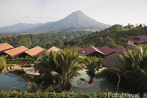 Piscinas frente al volcan Arenal. Hotel The Springs resort and Spa. Arenal. Costa Rica