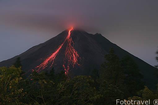 Volcan Arenal y colada de lava. La Fortuna. Costa Rica