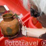 """Piezas varias en remojo de agua dulce de la primera epoca romana. Barco """"Princess Duda"""", lugar de trabajo de Franck Goddio. Anclado en la bahia de puerto Este ALEJANDRIA. Egipto"""