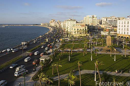 Vista de la ciudad y la calle 26 de Julio junto al mar, abajo la plaza de Saad Zaghloul. Ciudad de ALEJANDRIA. Egipto