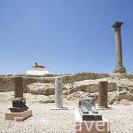 Antiguo templo de Serapis y la columna atribuida a Pompeyo, tiene 30mts de alto y circunferencia de 9mts, erigida en el 298 d.C por Publio, el prefecto de Egipto. En primer palno esfinges de la época. En granito rojo. ALEJANDRIA. Egipto