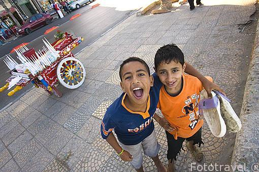 Jovenes en la calle 26 de Julio. Ciudad de ALEJANDRIA. Egipto