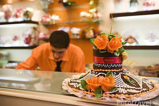 Interior de la cafeteria pasteleria Delices. En la calle Iskander al-Akbar. Ciudad de ALEJANDRIA. Egipto