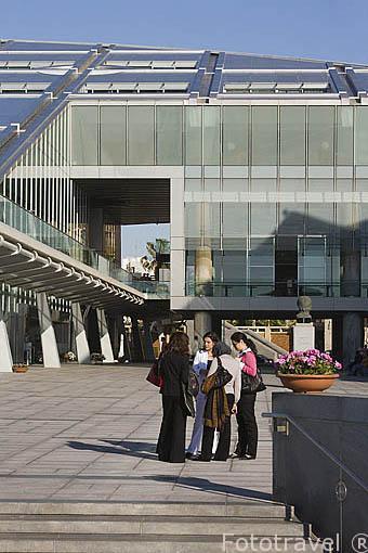 Exterior de la Biblioteca Alejandrina con una superficie de 36.770 mts cuadrados. Inaugurada en el año 2000. Ciudad de ALEJANDRIA. Egipto