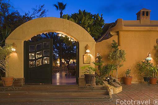 Restaurante Grand Café junto al puerto. Bahia del puerto Este. Ciudad de ALEJANDRIA. Egipto