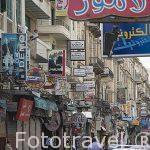Calle y numerosos comercios de Nabi Daniel. Ciudad de ALEJANDRIA. Egipto