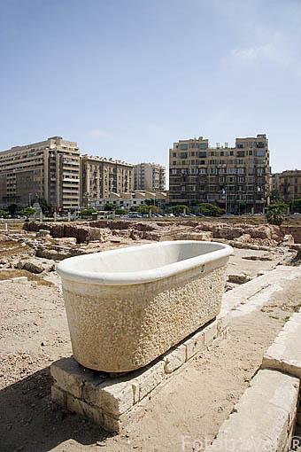 """Bañera. Pequeño Odeum romano de Kom al-Dikka, llamado también el """"Teatro Romano"""". Ciudad de ALEJANDRIA. Egipto"""