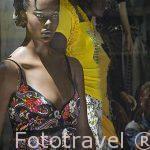 Maniqui en un escaparate de tienda en calle Nabi Daniel. Ciudad de ALEJANDRIA. Egipto