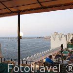Terraza del hotel Alexandria Cecil con vistas hacia la bahia del puerto Este. Ciduad de ALEJANDRIA. Egipto