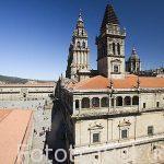 La Plaza del Obradoiro, la catedral a a la derecha y el Ayuntamiento a la izquierda. Santiago de Compostela. Ciudad Patrimonio de UNESCO. A Coruña. España